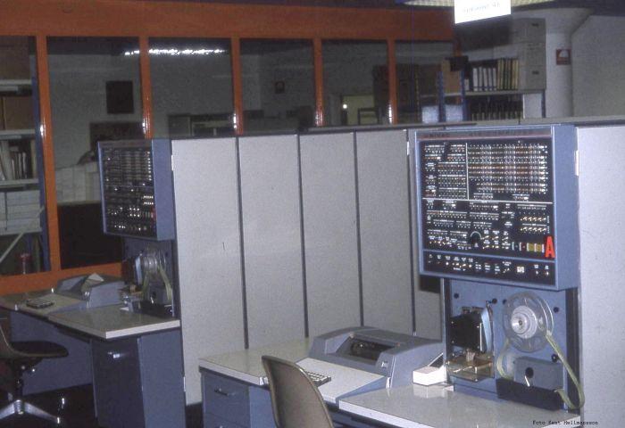 418 Maintence Panel, i bakgrunden den andra 418-maskinen