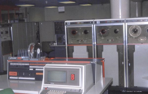 Consolen till 1106, bandstationer U16  i bakgrunden