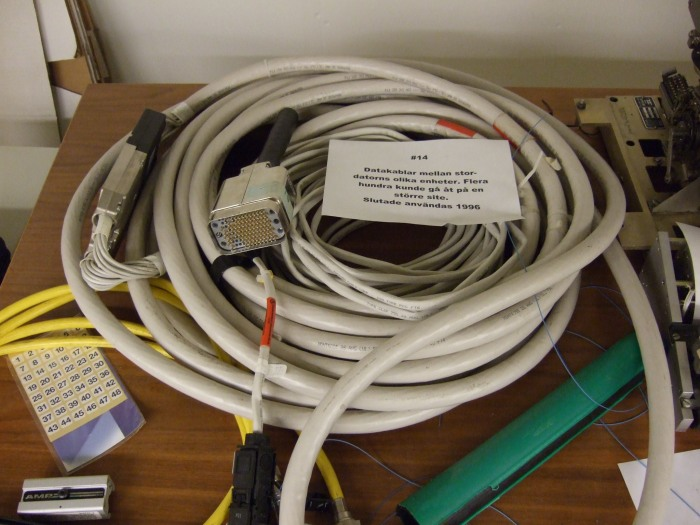 Tjockkablar till 1100-system, gick till perferisystemen, disk, band mm